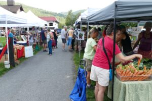 Leavenworth Farmer's Market a gathering point for locals